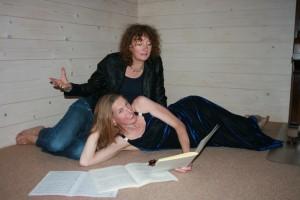 Claudia en Inge, zingen duetten waarin helderheid en warmte met elkaar mengt